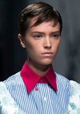 Las modelos de Miuccia Prada llevaban un 'look' capeado y bien...