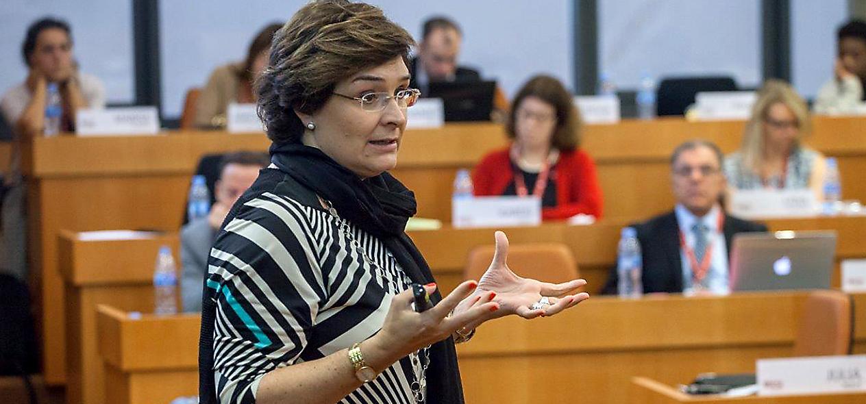 La profesora del IESE Julia Prats durante una de sus sesiones.