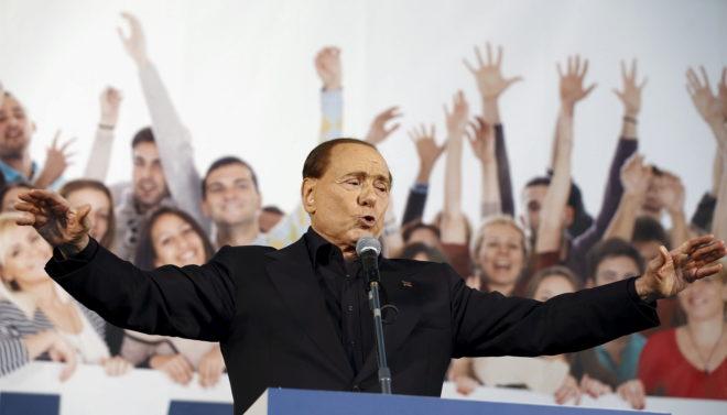 Silvio Berlusconi, líder de Fuerza Italia, ofrece un mitin en la ciudad de Bolonia en 2015.