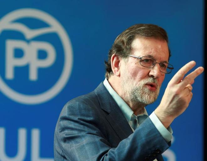 Rajoy critica a los partidos que prometen subir las pensiones