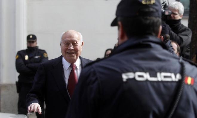 El ex tesorero del PP Álvaro Lapuerta, antecesor de Luis Bárcenas en el cargo, sale de declarar ante la Fiscalía Anticorrupción en febrero de 2013.
