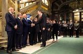 Felipe VI saluda a John Hoffman, consejero delegado de la asociación...
