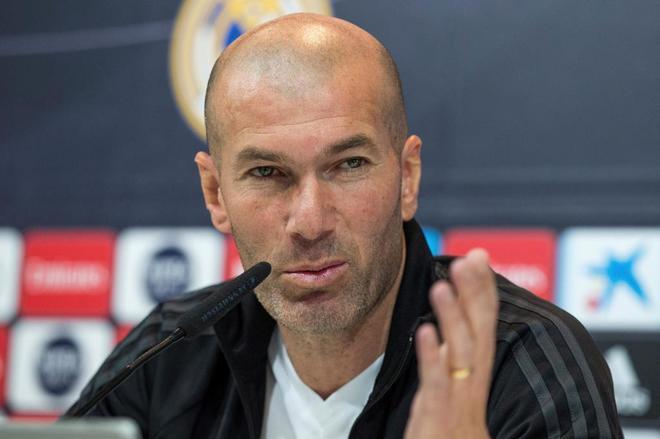 El entrenador del Real Madrid, Zinedine Zidane, durante la rueda de...