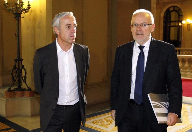 Brauli Duart (derecha), presidente de la CCMA, junto a Jaume Peral, director de TV3 en el Parlament