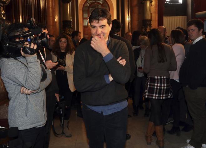 ERC acepta legitimar a Puigdemont en el Parlament para cerrar el acuerdo