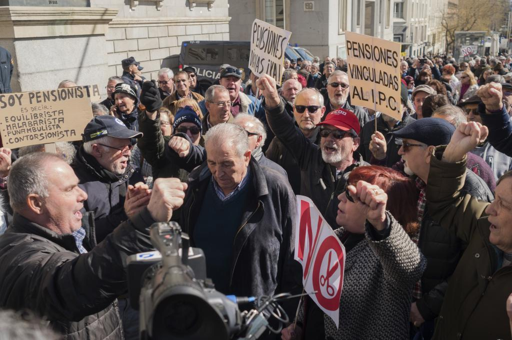 Protesta de pensionistas frente al Congreso el pasado jueves.