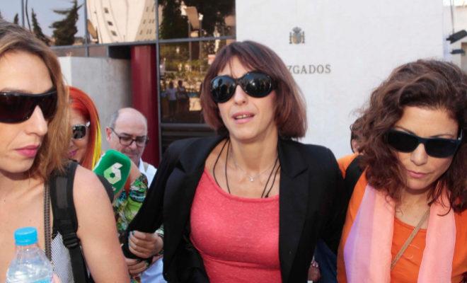 Juana Rivas, a las puertas de los Juzgados de Granada, el pasado septiembre.