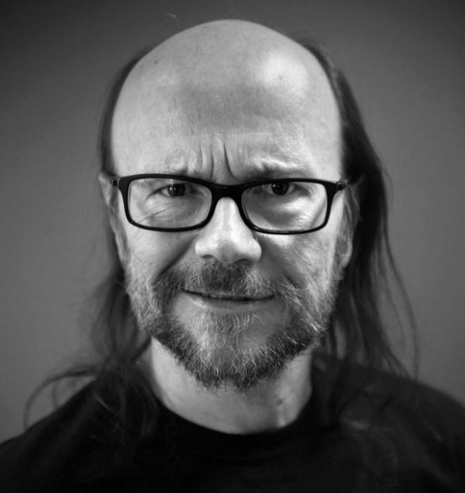 El actor y director Santiago Segura, en un retrato en blanco y negro...