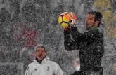 Buffon, este fin de semana, durante el calentamiento del partido entre...