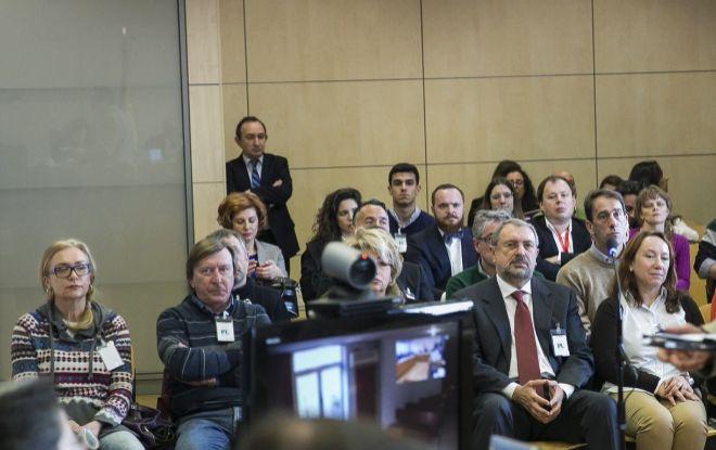 El diputado Vladislav Reznik (dcha., en primera fila), en el juicio por el 'caso Troika'.