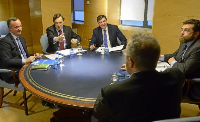 Dirigentes de PP y Ciudadanos en una reciente reunión sobre la...