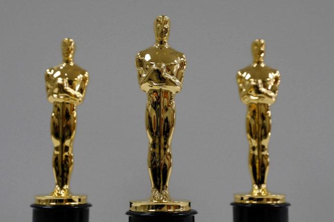 Tres de las estatuillas que los premiados en los Oscar 2018 se llevarán a casa
