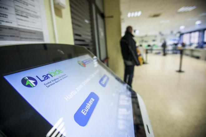 Euskadi consolida su buena tendencia en el empleo y el for Oficina de empleo vitoria