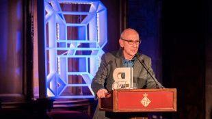 El Premi Ciutat de Barcelona 2017 de Literatura en llengua castellana fue otorgado a Juan Luis Ramos, por 'Con pájaros que ignoro'.