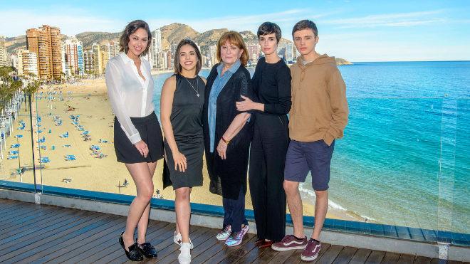 De izquierda a derecha: Luisa Rubino, Arantza Ruiz, Mercedes Sampietro, Paz Vega e Iván Pellicer.