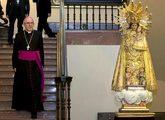 El cardenal de Madrid, Carlos Osoro, antes de dirigir el rezo del...