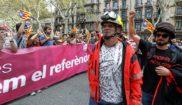 Bomberos de la Generalitat participan en una manifestación en...