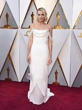 Ha sido una de las actrices en apostar por el blanco, con un vestido...