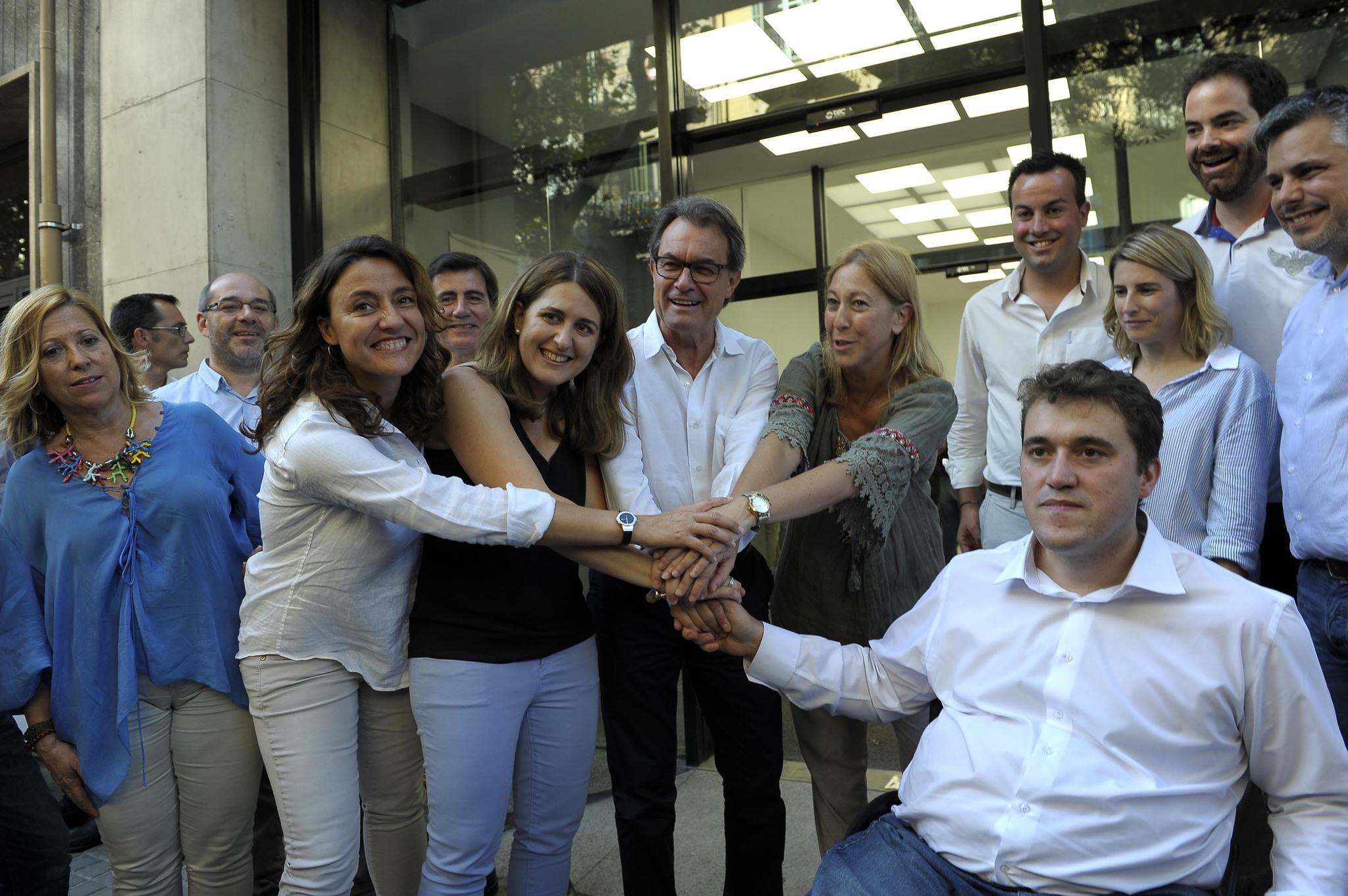 Mercè Conesa (segunda por la izquierda), junto a más dirigentes del PDeCAT.