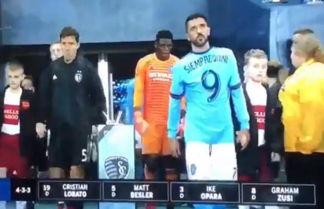 David Villa, saltando al campo en el primer encuentro de la MLS.