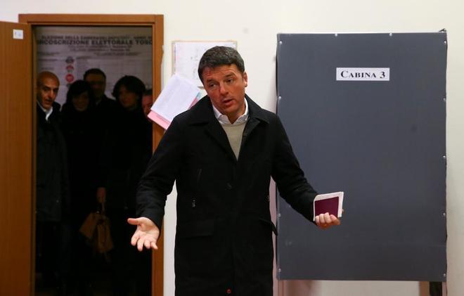 Matteo Renzi ayer, tras depositar su voto en Florencia.