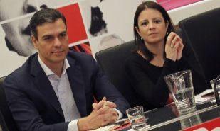 Pedro Sánchez y Adriana Lastra, durante la reunión de la Ejecutiva...
