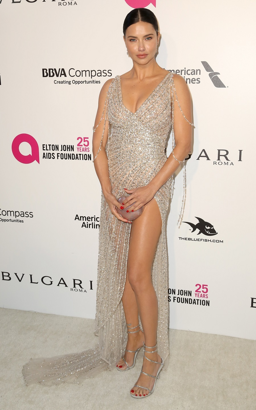 Adriana Lima, con vestido de Georges Hobeika y joyas de Chopard