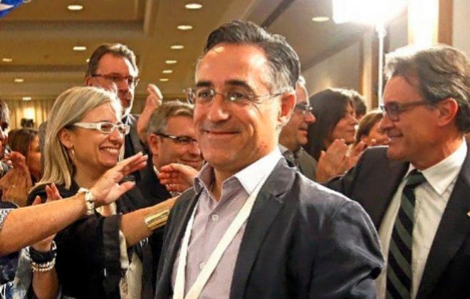 El ex diputado de CDC, Ramon Tremosa, junto a Artur Mas en la noche de...