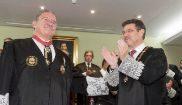 Rafael Catalá impone la condecoración al decano del Colegio de...