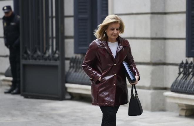 La ministra de Empleo, Fátima Báñez. hace unas semanas, entrando al...