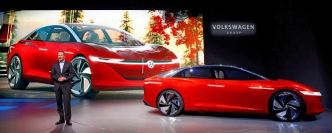 Herbert Diess, presidente de Volkswagen, presenta el I.D. Vizzion, un modelo 100% eléctrico que en 2025 será autónomo de Nivel 5.
