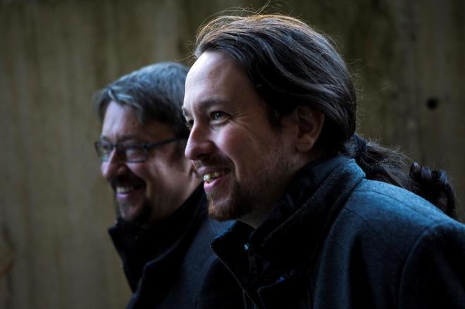 El líder de Podemos, Pablo Iglesias, junto a Xavier Domènech en...