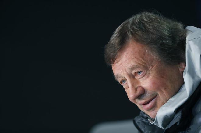 Yuri Semin, entrenador del Lokomotiv Moscú, durante la rueda de...