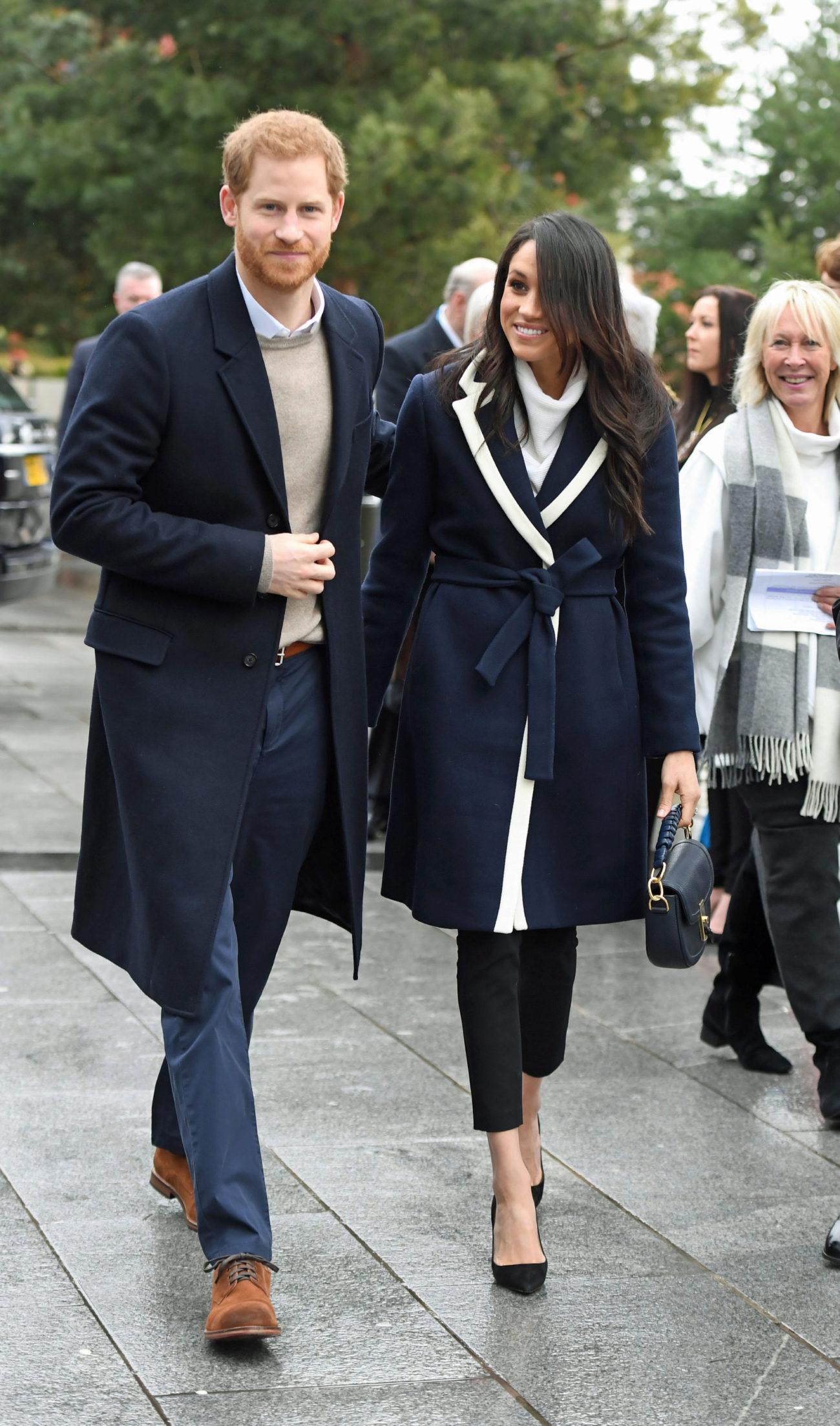Los abrigos bata son una de las prendas favoritas de Meghan. En la...