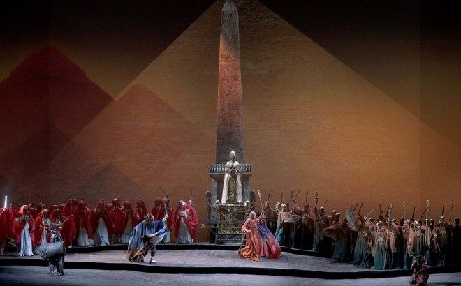 La 'Aida' del Teatro Real pasa a representarse en versión concierto por la huelga del 8-M