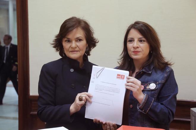 La secretaria de Igualdad del PSOE, Carmen Calvo, y la vicesecretaria general, Adriana Lastra