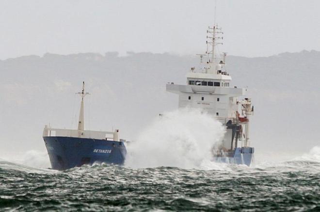 El navío Betanzos, encallado cerca del puerto de Lisboa.