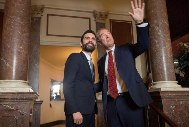 Roger Torrent junto al presidente del Círculo de Directivos de Habla...
