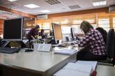 Varias mujeres trabajando en una oficina.
