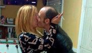 Javier Ledo, detenido ayer, besando a Paz Fernández el pasado mes de...