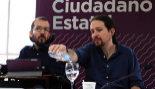 El secretario de Organización de Podemos, Pablo Echenique, y el...