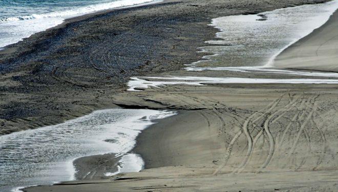 Rodadas de todoterrenos en la playa donde los narcos cargan la droga...