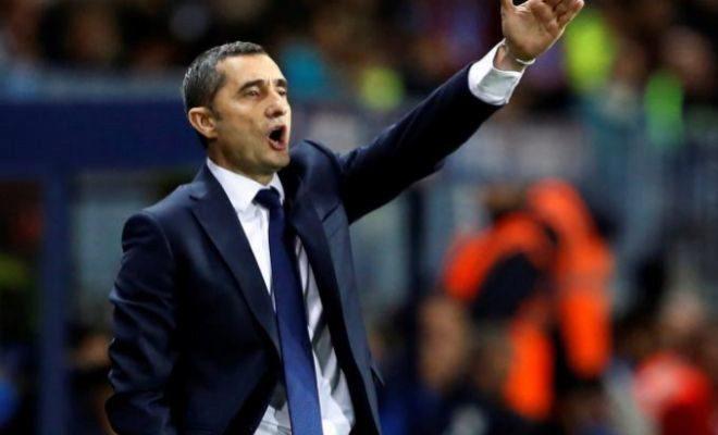 Valverde da instrucciones en la zona técnica de La Rosaleda.