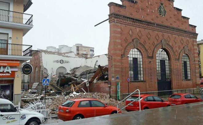 Los escombros acumulados a causa de la caída han llegado