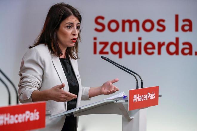 Adriana Lastra, este lunes, durante la rueda de prensa en Ferraz.