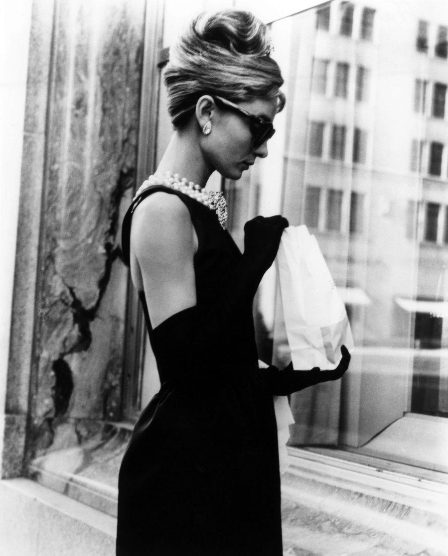 El mítico vestido negro que Audrey lució en el filme era una...