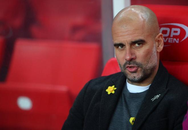 Guardiola, en los minutos previos al encuentro entre Stoke y...