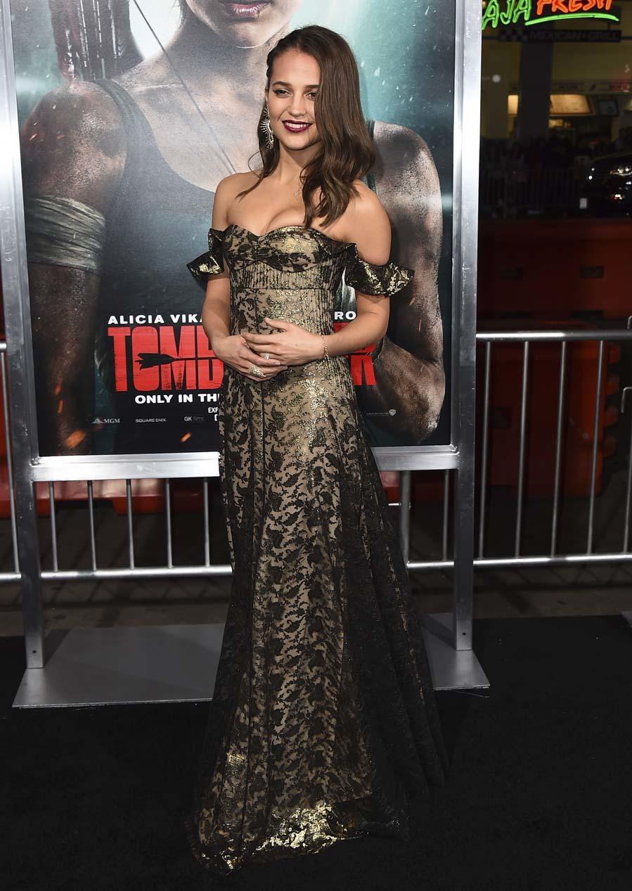 La actriz lució un vestido digno de una alfombra roja, firmado por...