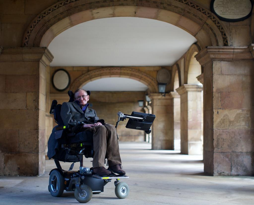 Stephen Hawking: La vida sería trágica si no fuera graciosa.