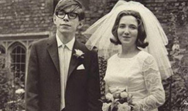 Hawking, el día de su primer matrimonio, con Jane Wilde, en 1963.